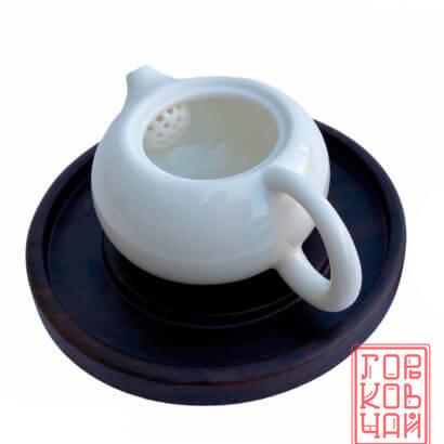 Чайник из фарфора белый