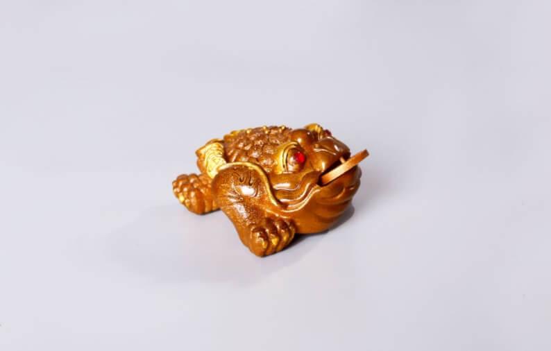 Жаба золотая (меняет цвет)