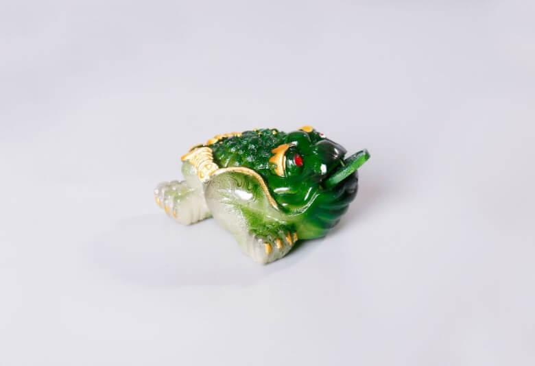 Жаба зеленая (меняет цвет)