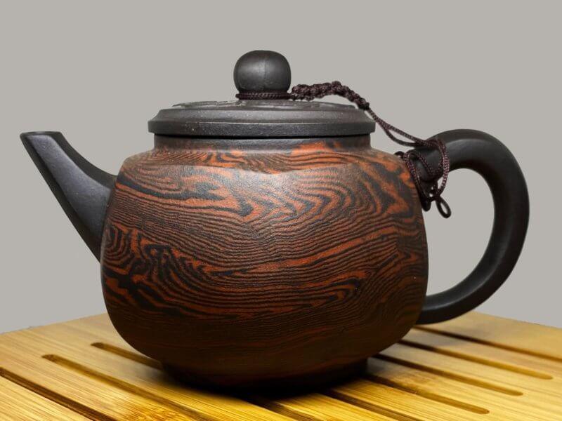 Чайник с гранями (рисунок дерево)