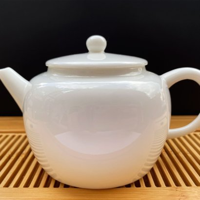 Чайник из фарфора белый #3