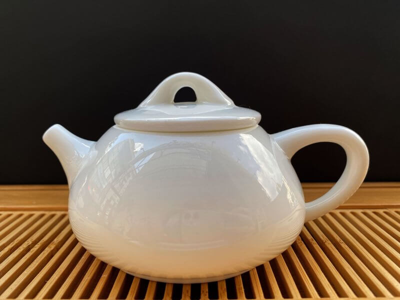 Чайник из фарфора белый #6