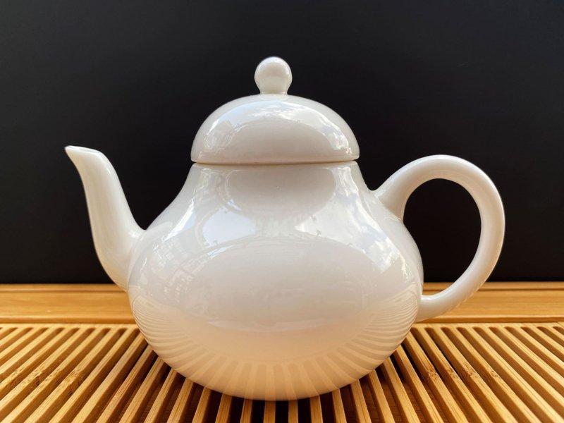 Чайник из фарфора белый #9