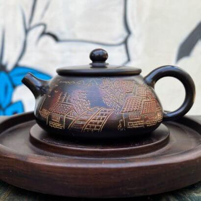 Чайник Ши Пяо с гравировкой деревня